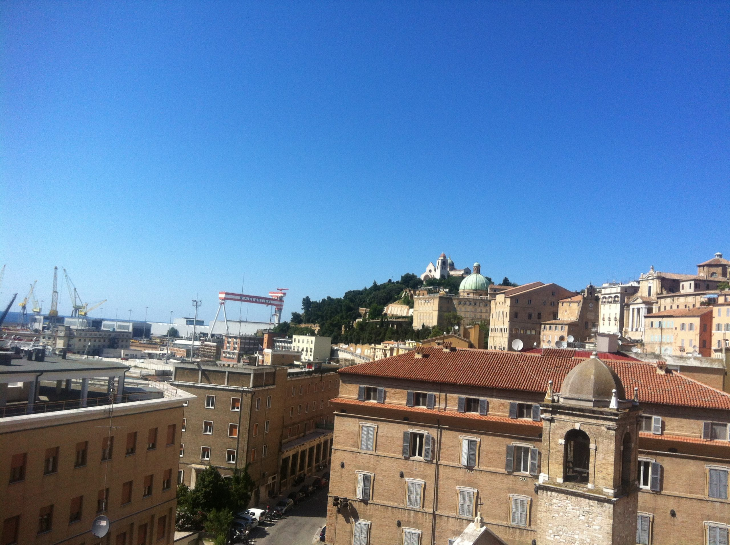 Centro storico con terrazzo vista mare