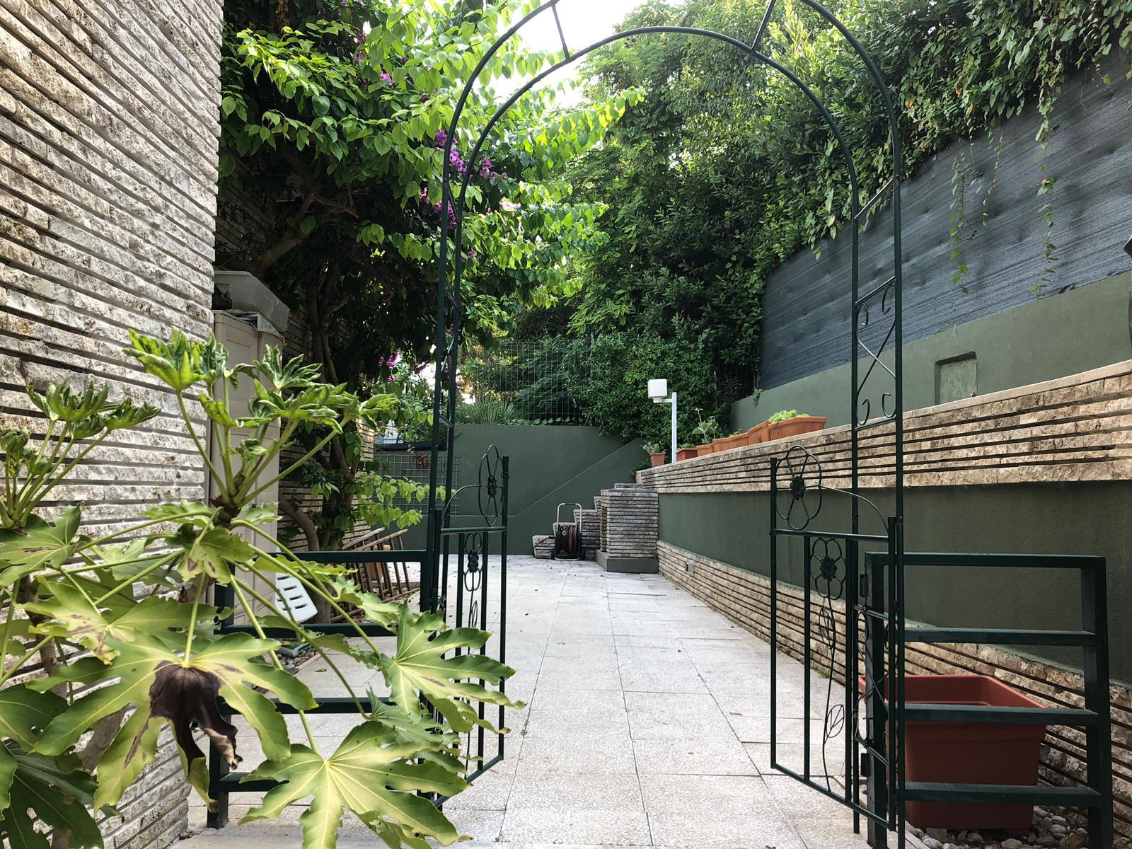 Passetto con giardino corte privata