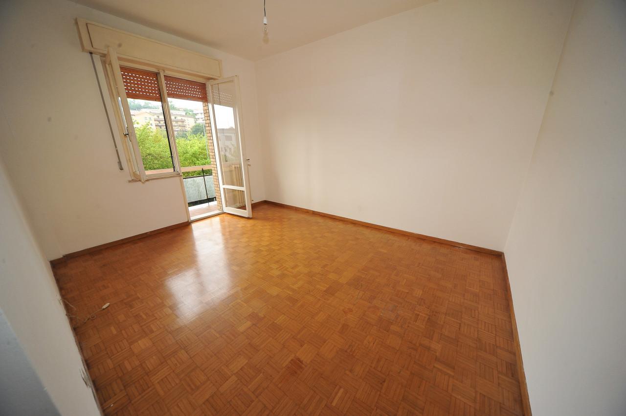 Ancona Zona Via  Bocconi vendiamo ottimo appartamento in palazzina anni 70 mq. 110