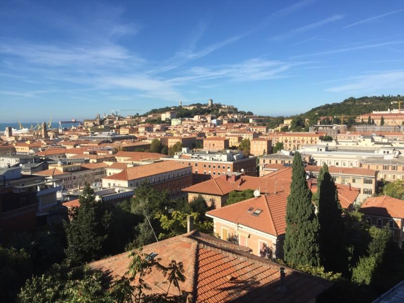 Ancona zona Borgo Rodi. Panoramico con ascensore e garage.