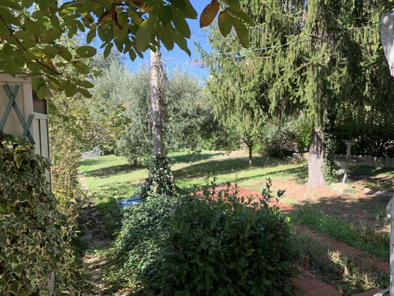 S691 Offagna posizione panoramica soluzione indipendente con ampio giardino