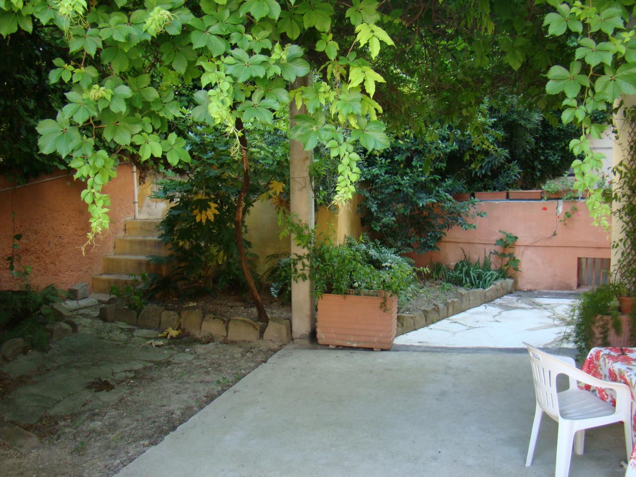 Ancona Viale Trieste luminoso appartamento con ampio giardino esclusivo