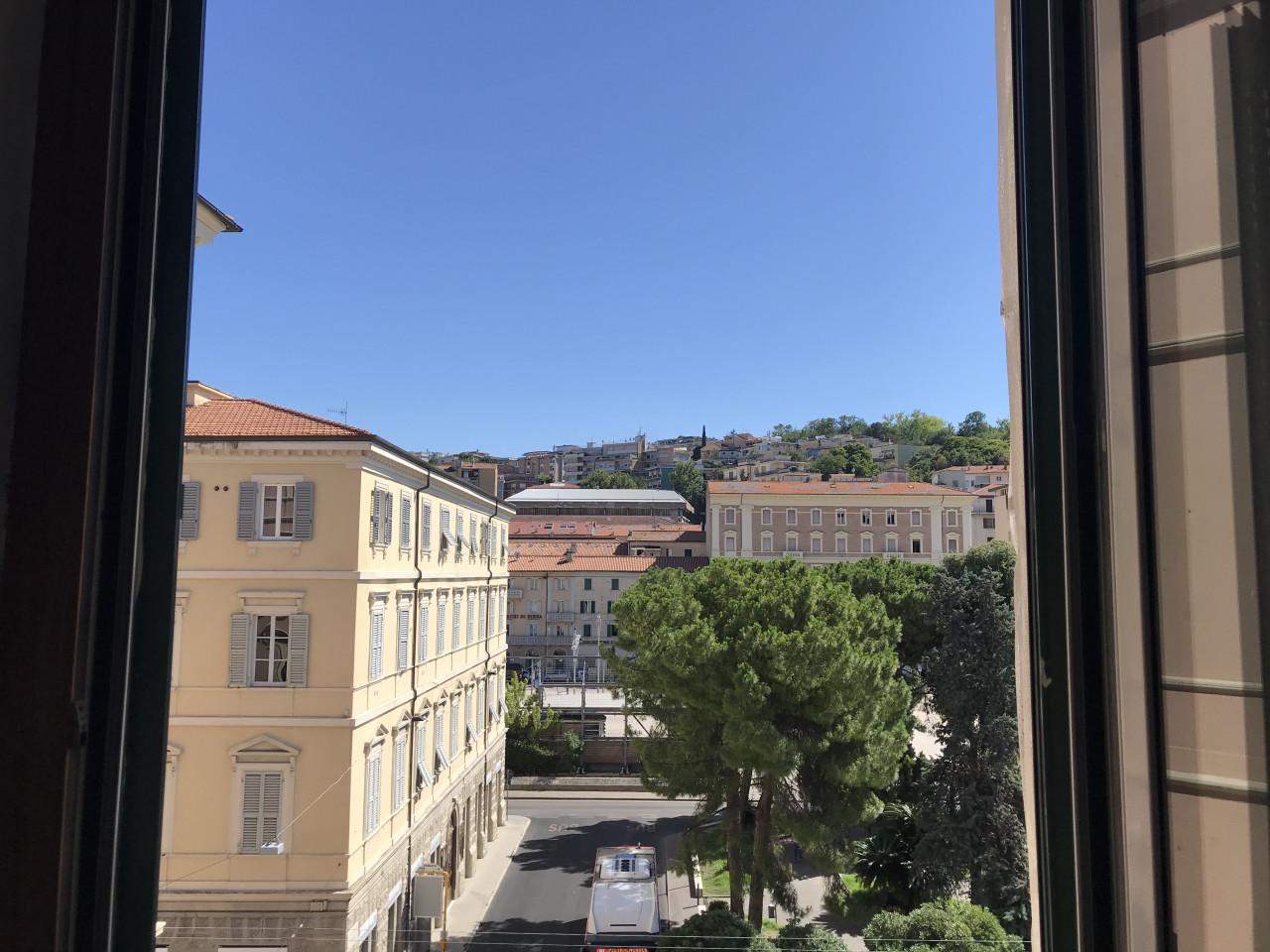 Ancona centro ampio ufficio
