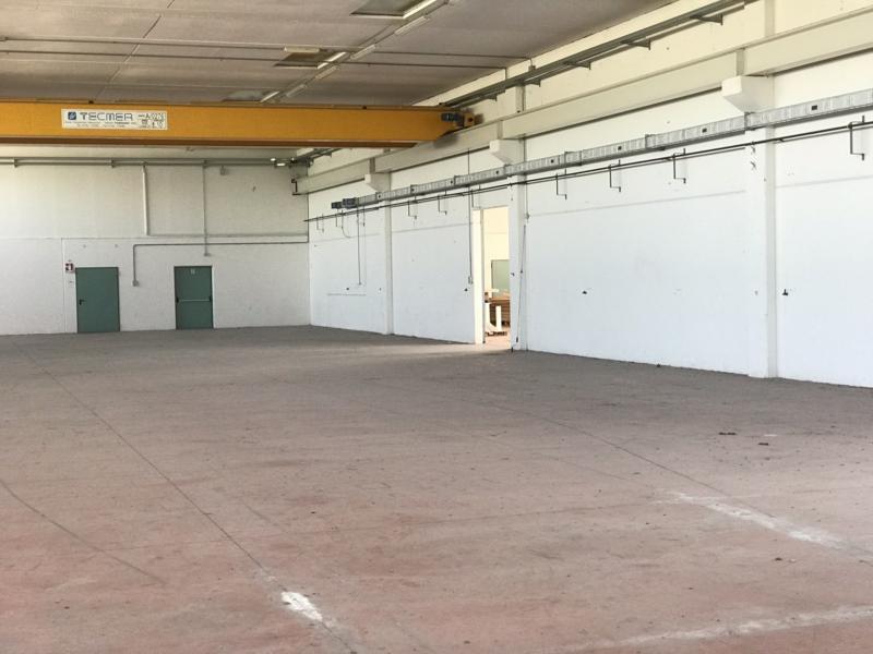 Numana  vendiamo due capannoni industriali di mq. 2400 ciascuno  collegabili tra