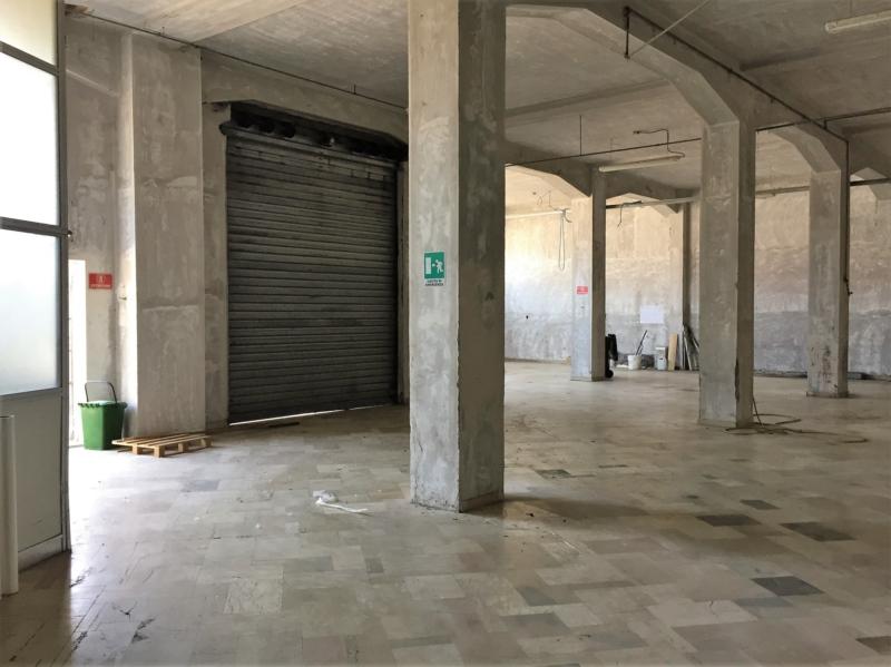 Ancona zona Baraccola  vendiamo  immobile singolo ad uso magazzino/laboratorio