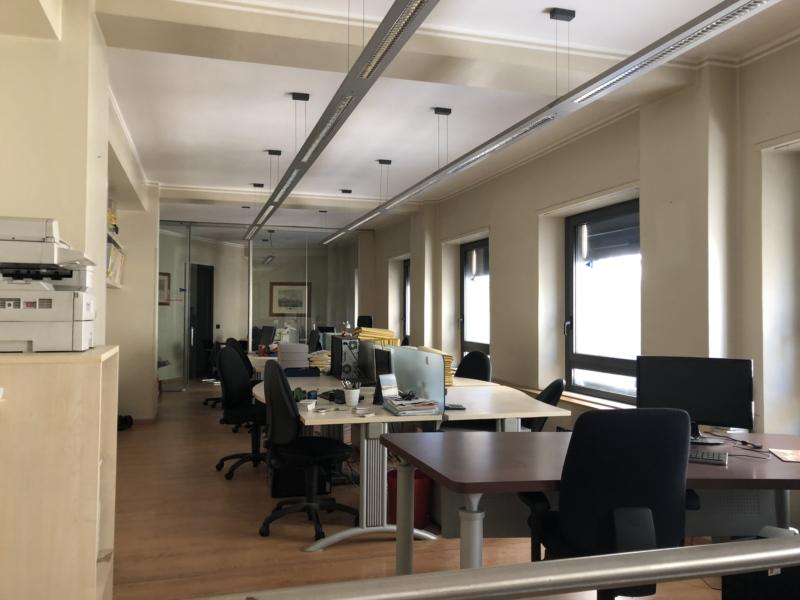 M564 Ancona nella centralissima Piazza della repubblica affittiamo bellissimo ufficio