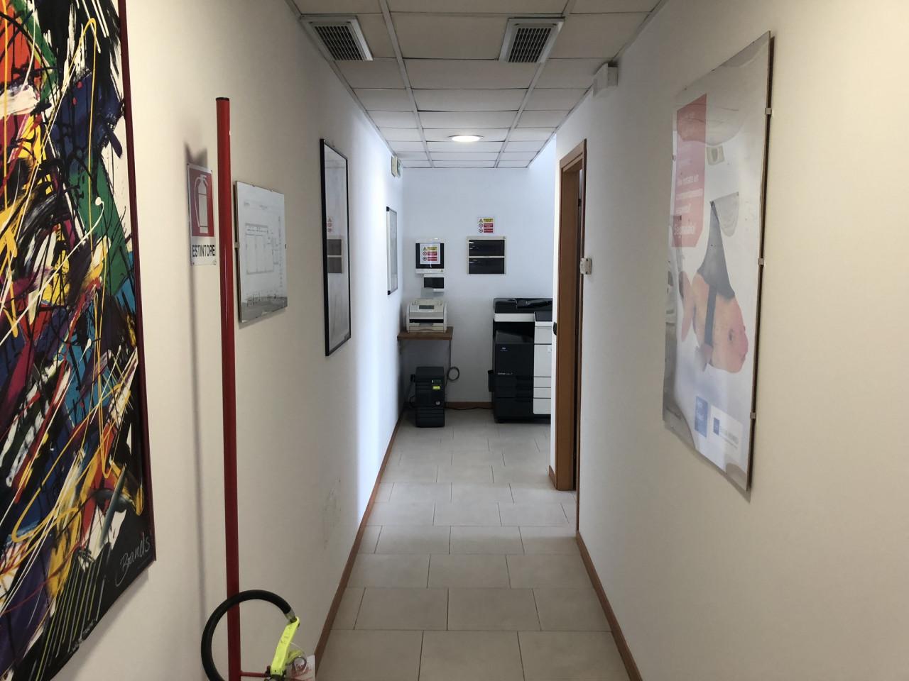 Ancona zona Braccola vicinanze Motorizzazione affittiamo ottimo ufficio mq.90 circa i