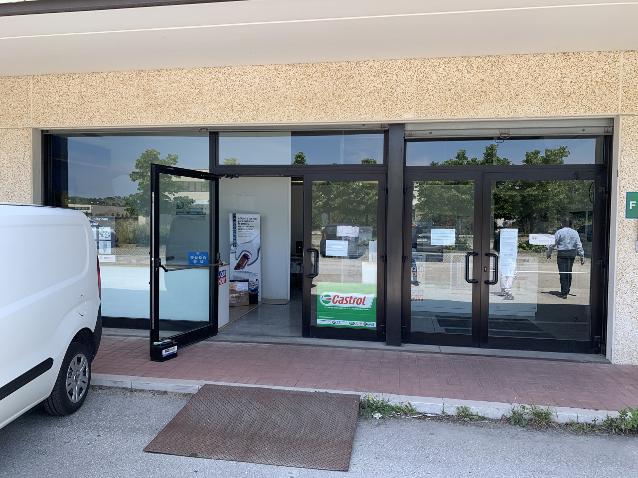 Center Gross vendiamo locale magazzino complessivi 740 anche uso commerciale