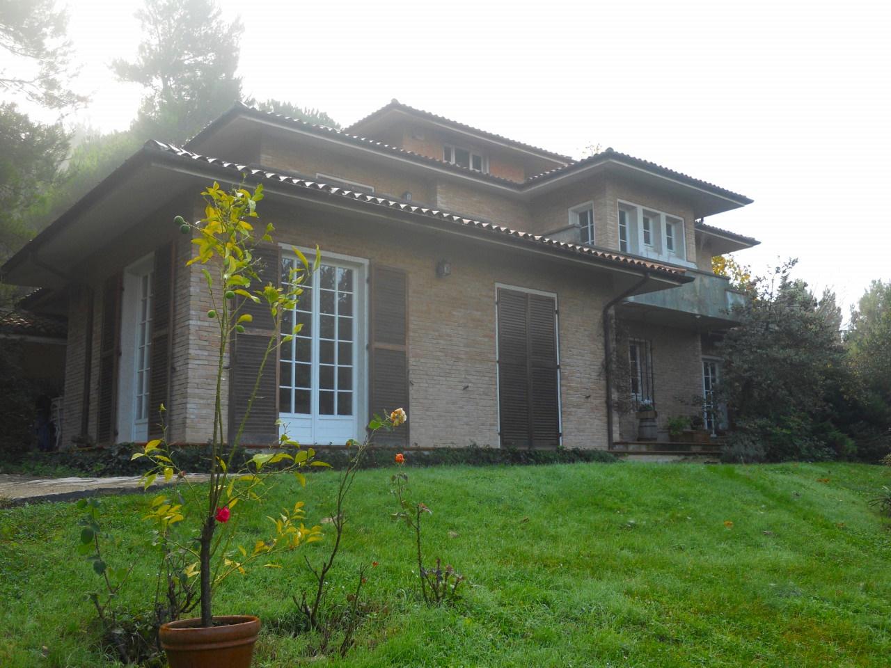 Zona Sappanico Villa Singola con giardino recintato esclusivo e piantumato