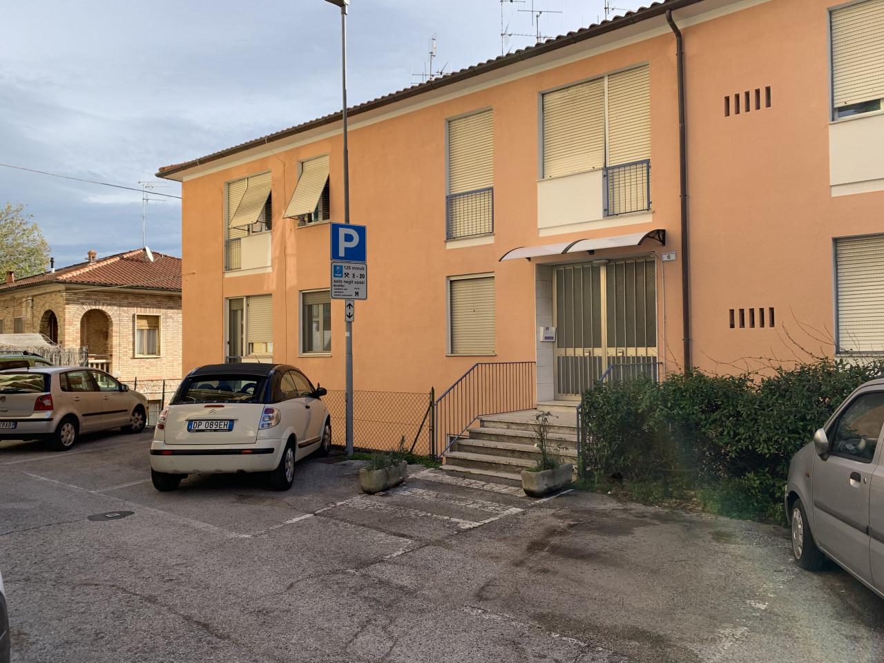 Macerata Appartamento di Mq 90 con accesso da via Manzoni e da via Silvio Pellico