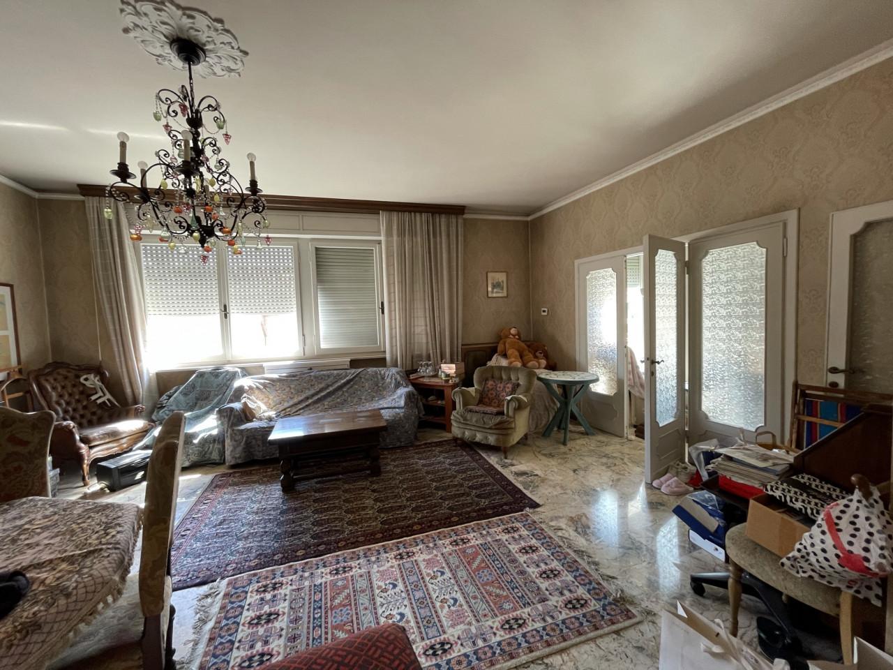 Ancona zona Regione vendiamo panoramico e luminoso appartamento di Mq.160