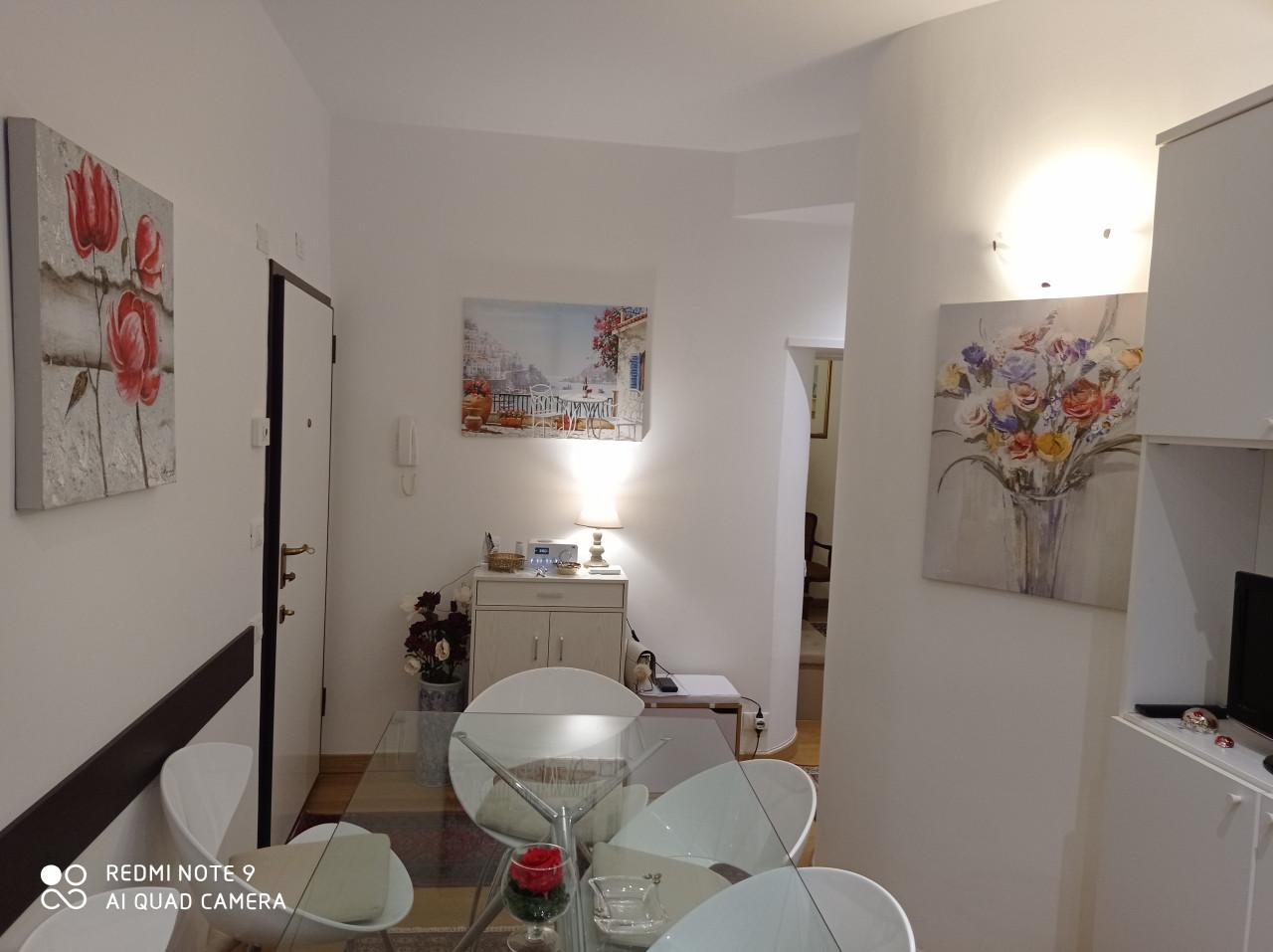 Quartiere Adriatico soluzione ristrutturata e arredata con corte esterna